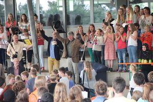 Großer Jubel beim Eintreffen in der Freilufthalle von den Schülern