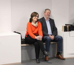Frau Otte mit Herrn Wessels vom Lions-Club Neustadt, der neben dem Förderverein den Bücherschrank finanziell unterstützte.