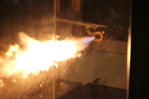 Wachs und reiner Sauerstoff als Raketentreibstoffe