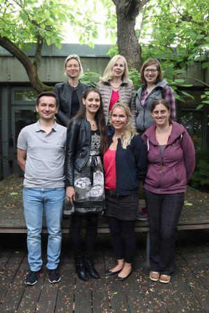 hinten von links nach rechts:  Frau Pursche, Co-Klassenlehrerin der 5G3 (Klassenlehrer ist Herr Scharnowski)M  Frau Ackermann, Klassenlehrerin der 5R2;  Frau Fischer, Klassenlehrerin der 5R3;  Vorn von links nach rechts:  Herr Pakosch, Klassenlehrer der 5G2;  Frau Niermann, Klassenlehrerin der 5R1;  Frau Anger, Klassenlehrerin der 5G1;  Frau Hübner, Klassenlehrerin der 5H1