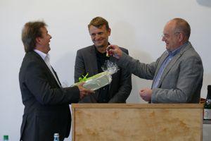 Dezernent Schillack und FD-Leiter Knigge verabschieden Herrn Dudenbostel in den Ruhestand