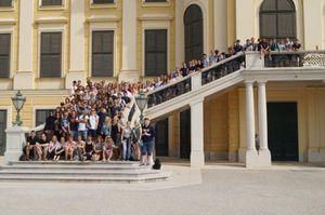 Gruppenfoto im Schloss Schönbrunn