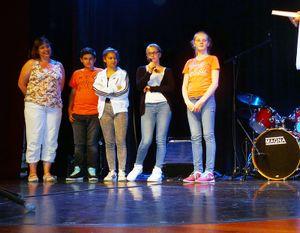 Von links Frau Hölzchen, Edison Coli, Jessica Bauer, Sarah Voy und Michelle Sommer.
