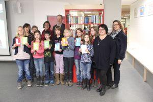 Die Bücherschrank-AG mit Initiatoren, Organisatoren und Förderern.