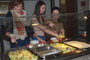 Das Salatbuffet in der Mensa der KGS Neustadt